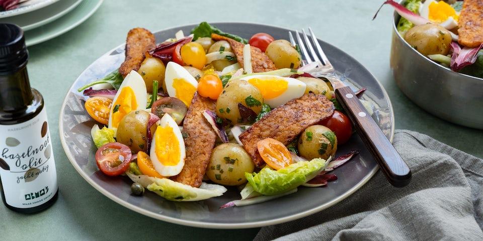 Recept maaltijdsalade met krieltjes, tempeh spek, koolrabi, roodlof en ei