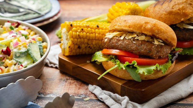 Runderburger met gegrilde mais | Recept uit de maaltijdbox