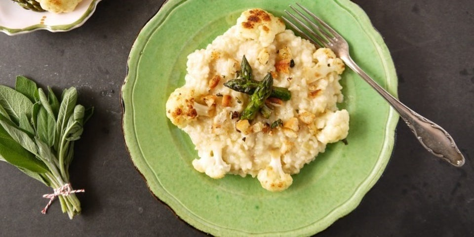 2977 risotto met groene asperges taleggio en kruidige pangrattato