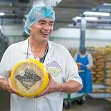 De kaasboer van Bastiaansen met zijn biologische kaas