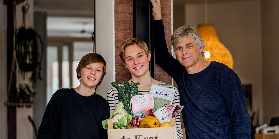 Joost en zonen met vegetarische maaltijdbox Vegakrat