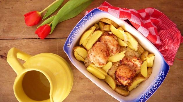 1193 Kippendij Op Een Bedje Van Zuurkool En Aardappels Uit De Oven
