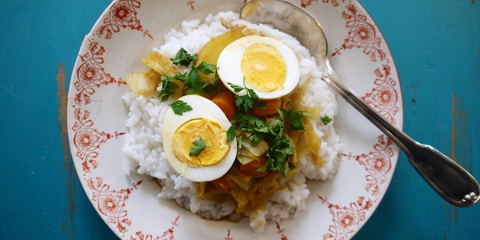 1918 Curry Van Spitskool Aardappels En Ei Met Koriander