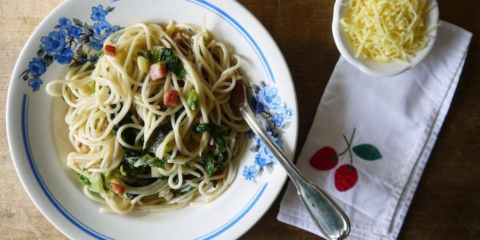 1932 Spaghetti Carbonara Met Andijvie En Vegetarische Speckjes