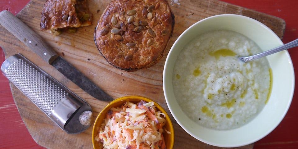 2011 Curry Linzenpie Met Bloemkoolsoep En Coleslaw