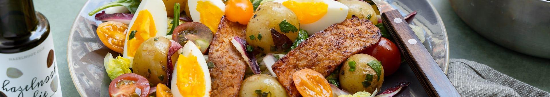 Maaltijdsalade met tempeh spek, krieltjes en ei | Recept uit onze maaltijdbox
