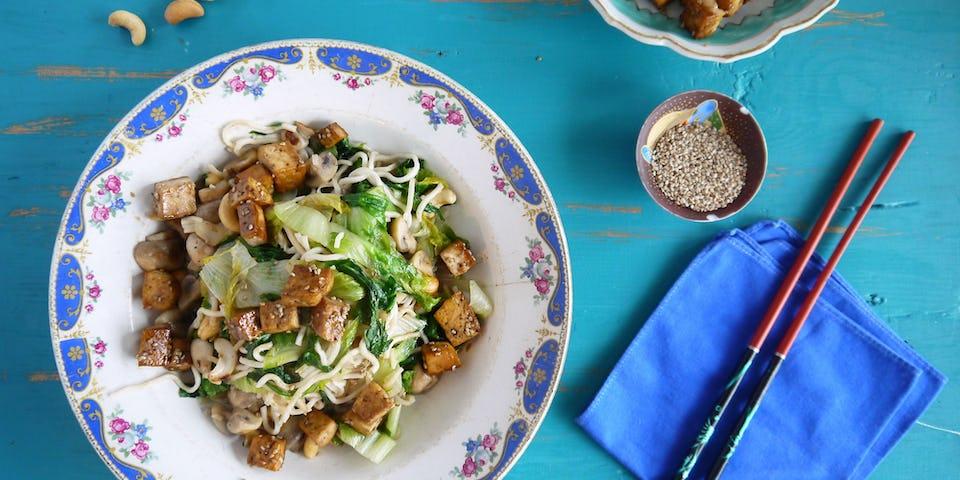 2237 Noedels Met Andijvie En Tofu Uit De Wok