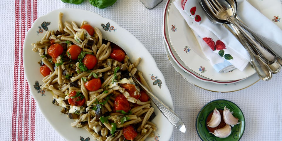 2251 Speltpasta Met Aubergine En Een Mozzarella Tomatenslaatje