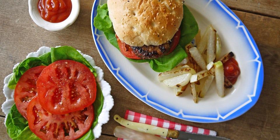 2295 Broodje Waterlantse Hamburger Met Coeur De Boeuf En Koolrabifrietjes