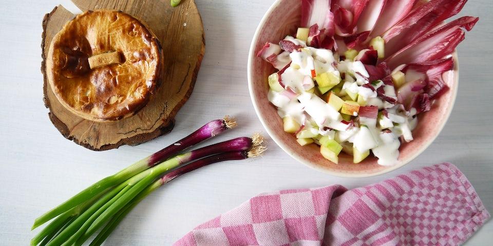 2348 Fish Pie Met Een Salade Van Roodlof Komkommer Appel En Lenteui