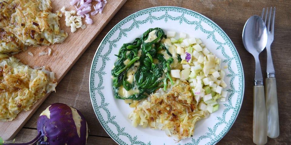 2408 Rosti Met Nieuw Zeelandse Spinazie Belegen Kaas En Koolrabiappel Salade