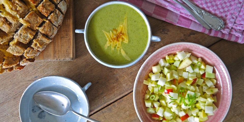 2409 Broccolisoep Met Knoflookbrood En Appel Koolrabi Sla