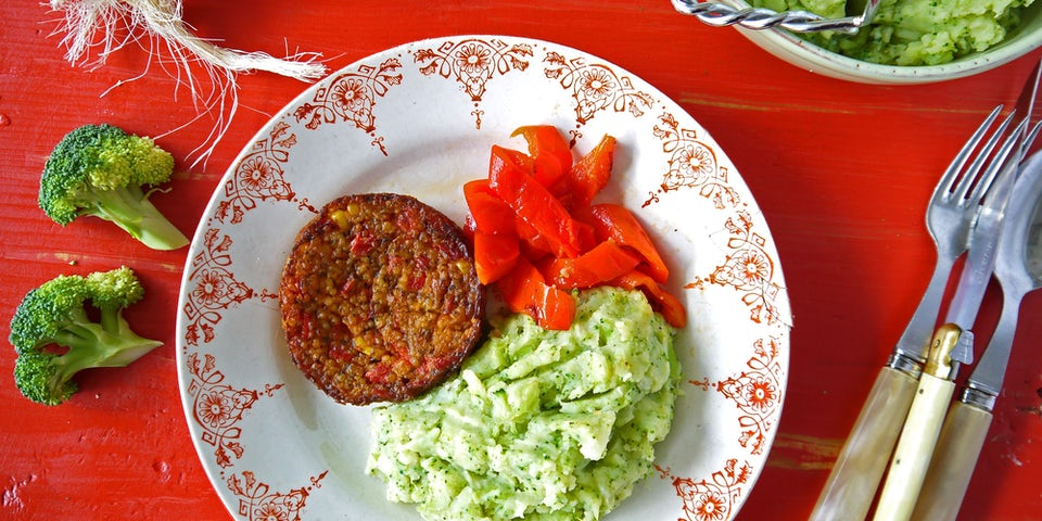 2457 Zomerburger Met Broccolistampje En Geroosterde Paprika