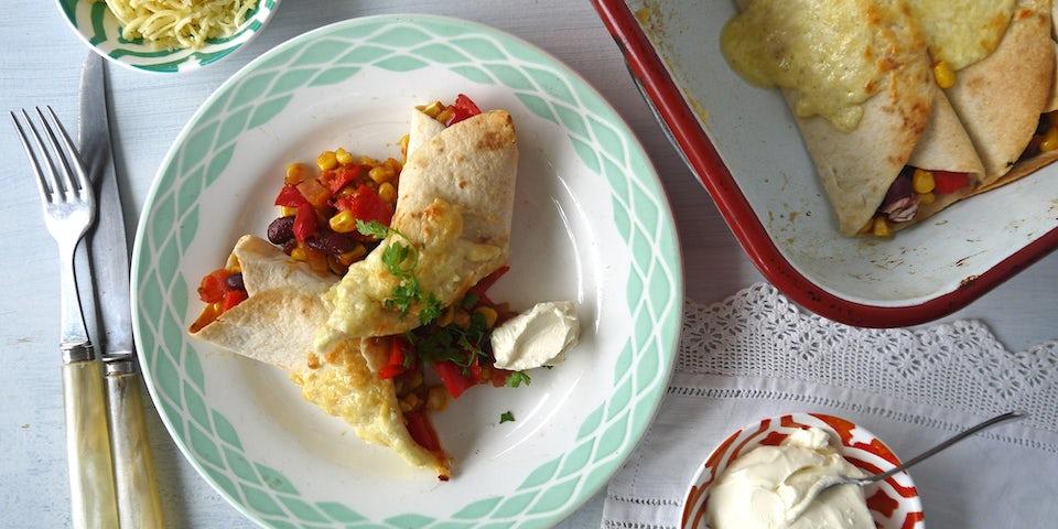 2483 Tortillas Uit De Oven Met Mais Paprika Tomaat En Kidneybonen