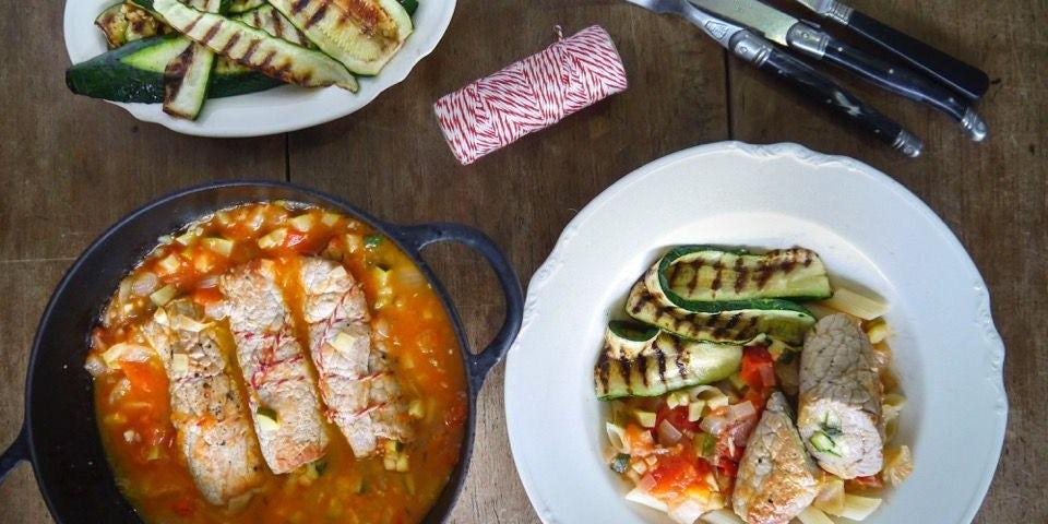 2579 Kalfsschnitzel Rolletjes In Kruidige Tomatensaus Met Penne
