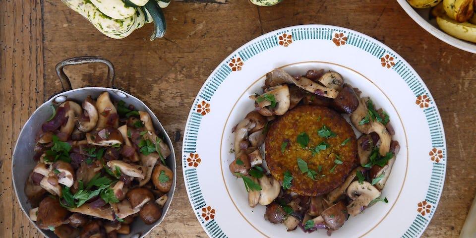 Burger met zoete pompoenpuree en gebakken gemengde paddenstoelen   Maaltijdbox recepten