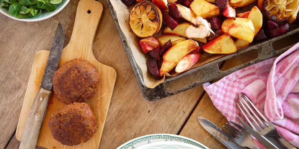 2773 Tartaar Speciaal Met Geroosterde Bieten Pastinaak Aardappels En Veldsla