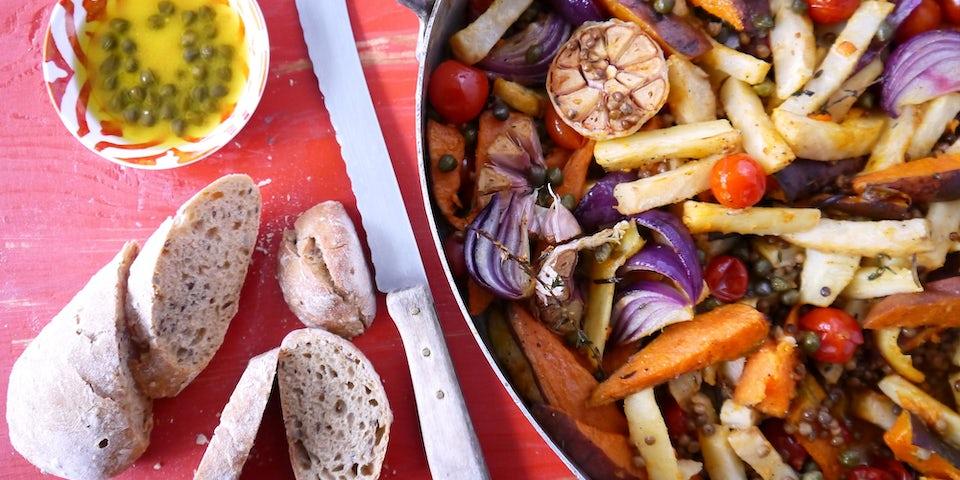 2785 Geroosterde Groenten En Zoete Aardappel En Knoflook Met Linzen En Kappertjes