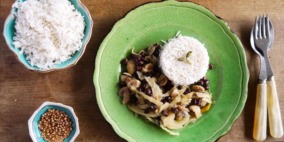 2831 Groene Curry Met Witte Kool Champignons Adukibonen En Rijst