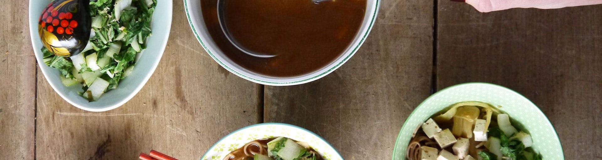 2832 Misosoep Met Tofu Paksoi En Soba Noedels