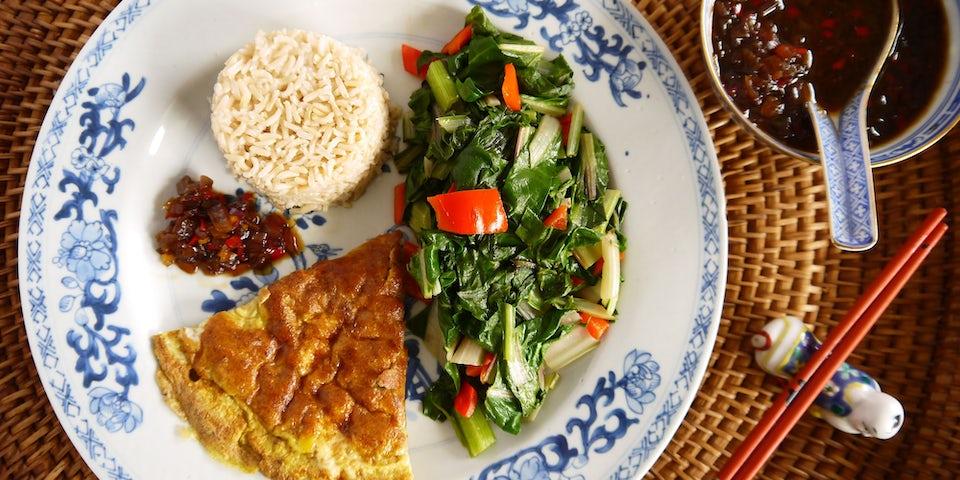 2975 Chinese Omelet Met Amsoi En Ketjapsaus