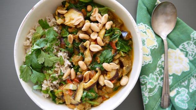 Curry Van Shiitake Spinazie Aubergine En Pinda Met Rijst En Koriander | maaltijdbox recepten
