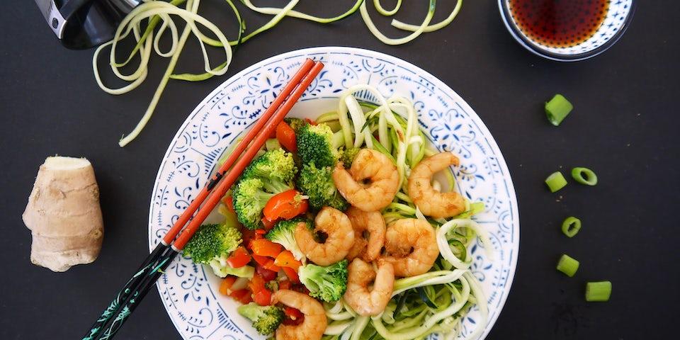3304 Spicy Garnalen Met Broccoli En Paprika En Courgettenoedels