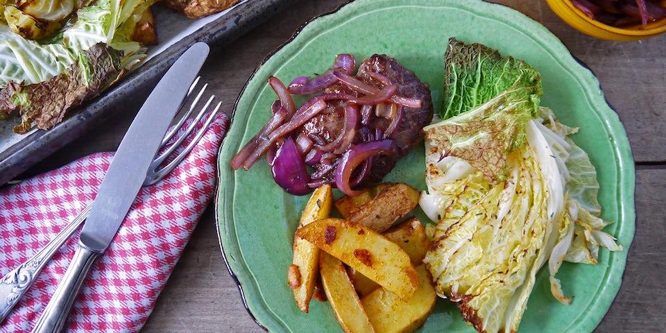 3322 Herfstburger Geroosterde Aardappels En Groene Kool Met Uienrelish