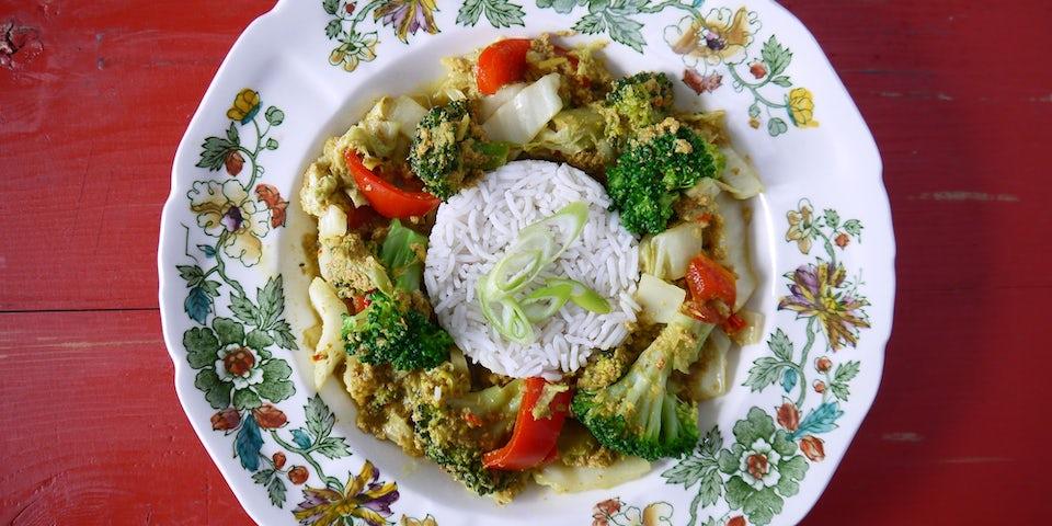 3337 Curry Van Chinese Kool Paprika Broccoli En Citroengras Met Gember En Koolzaadeiwit
