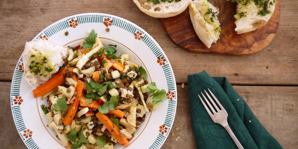 3543 Salade Van Geroosterde Wintergroenten Met Linzen En Geitensalade Kaas