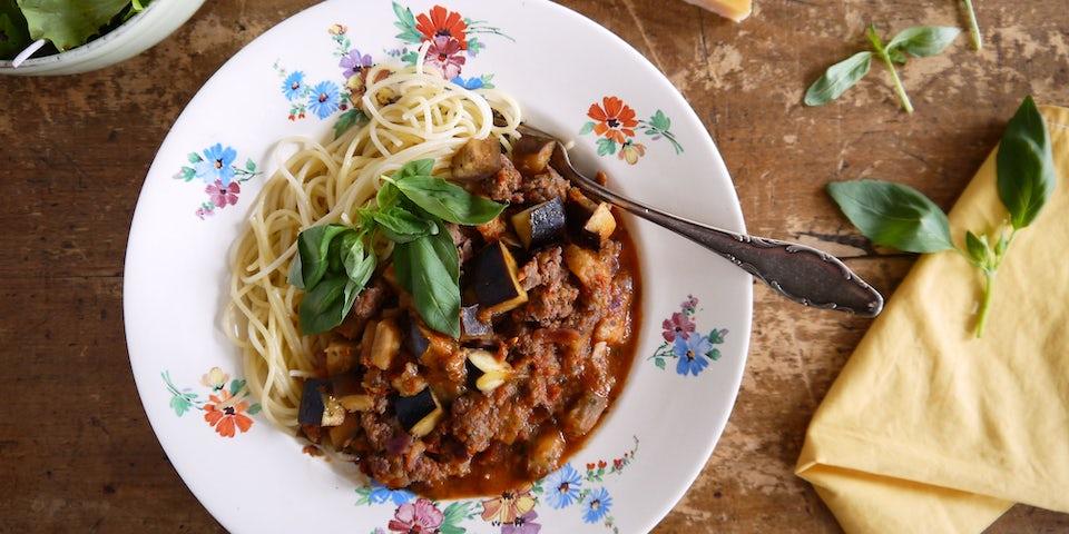 3603 Spaghetti Met Italiaanse Gehaktsaus Aubergine En Basilicum