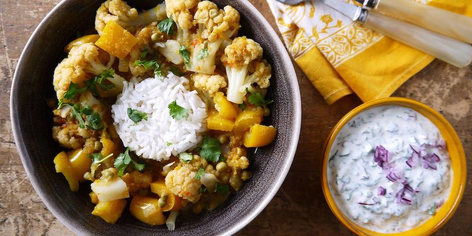 3634 Indiase Curry Met Bloemkool Paprika En Doperwten