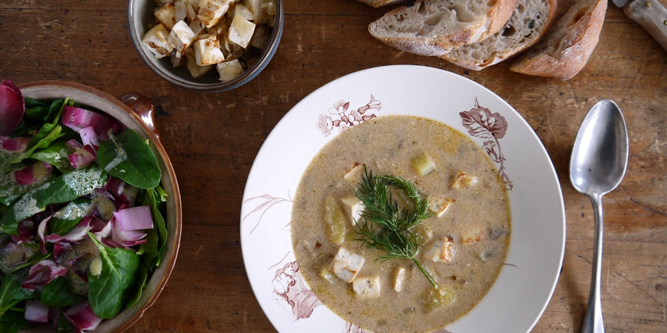 3647 Aardappelsoepspinaziesoep Met Champignons Tofu Ciabatta En Roodlofpeersalade