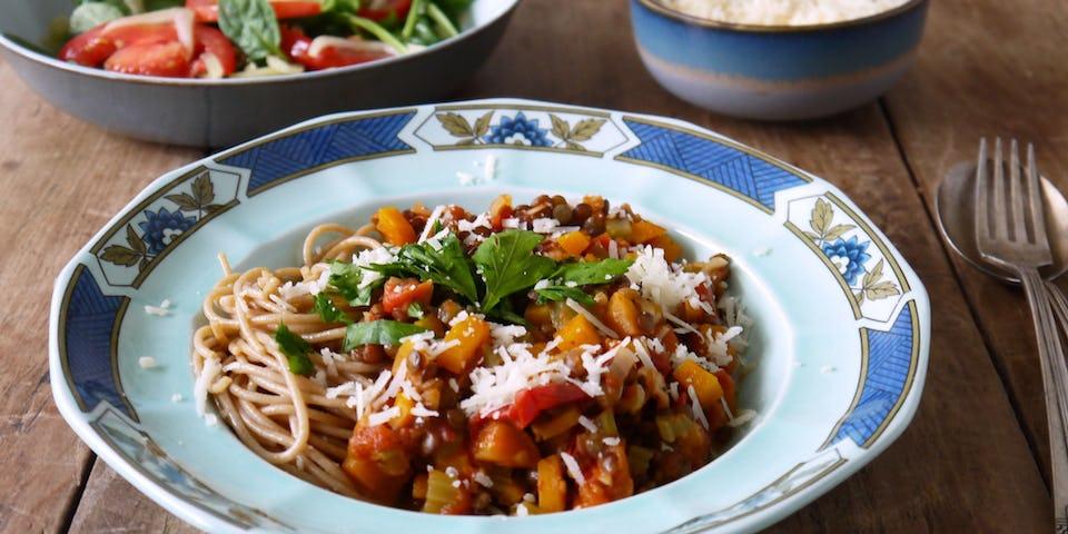 Linzenbolognese met tomatenvenkelsla   Maaltijdbox recept