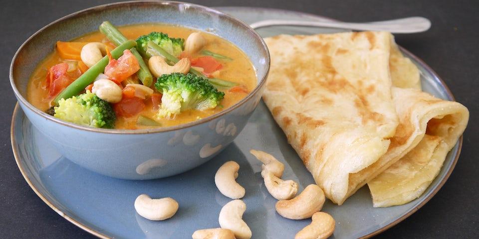 3877 Broccoli En Boontjes Tikka Massala Met Kokosyoghurt En Marokkaanse Pannekoek