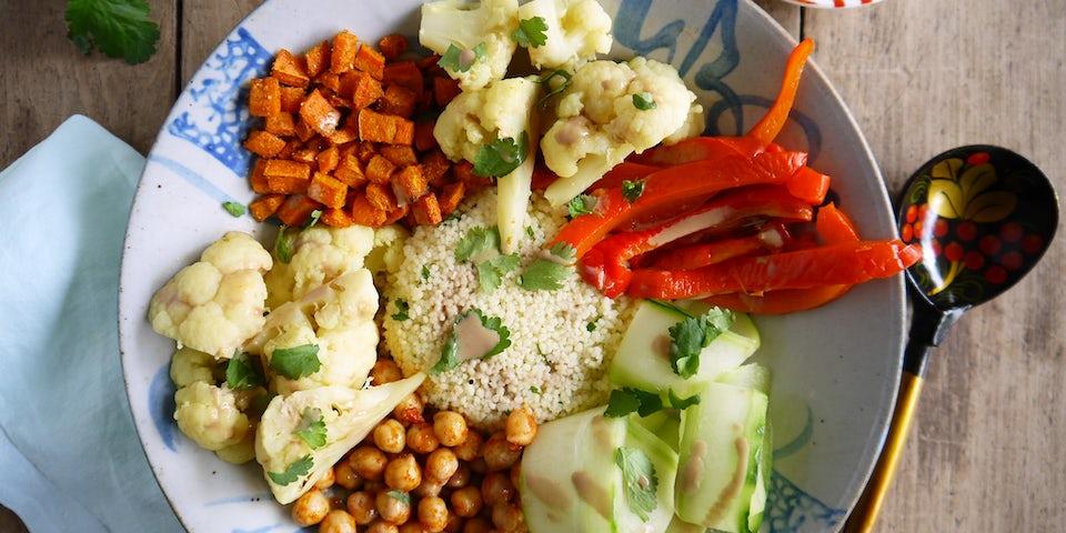 Oosterse pokébowl met couscous recept | Maaltijdbox recepten