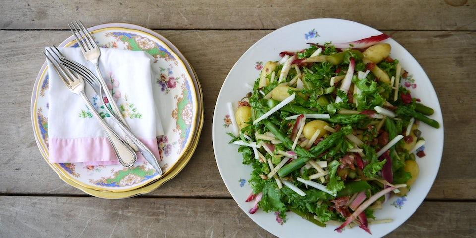 Wk 22 maaltijdsalade spekjes groene asperges krieltjes krulandijvie