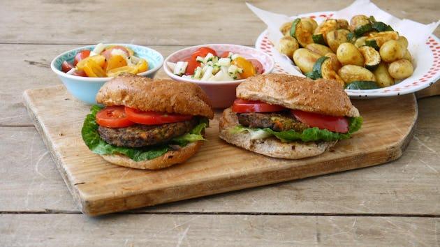 Wk 22 pro la terra burger krieltjes courgette tomaatjes koolrabi