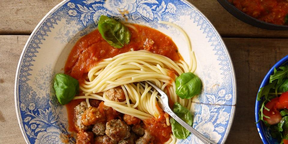 Wk 22 spaghetti met ballen italiaanse worst en sla