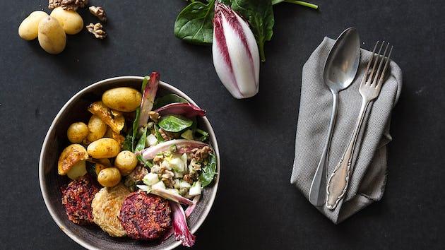 Groentemedaillons Sparc Kitchen met koolrabi roodlof salade   Maaltijdbox recepten