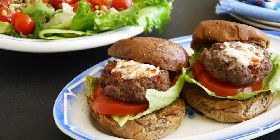 Wk 25 sumakburger salade tuinbonen tomaat sprouty fp