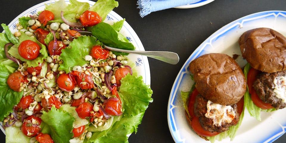 Wk 25 sumakburger salade tuinbonen tomaat sprouty