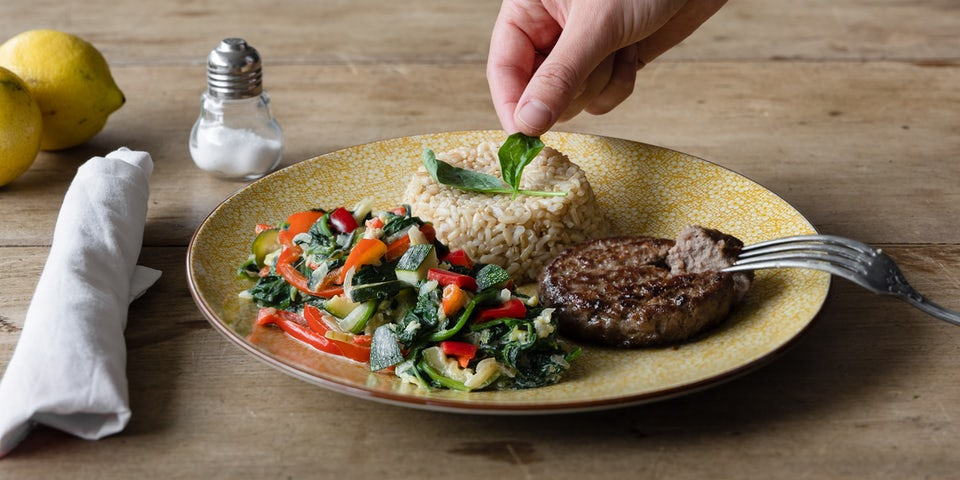 Runderburger met groentenroerbak en rijst recept | Maaltijdbox recept