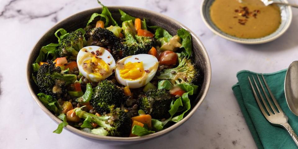 Linzenbowl met broccoli tahindressing | Maaltijdbox recepten