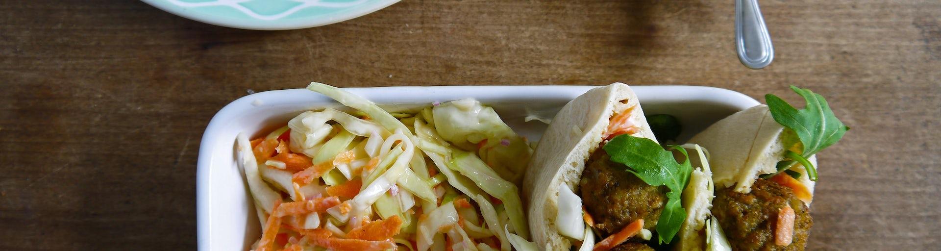 Wk 38 pita falafel balletjes coleslaw bieten rucola yoghurt