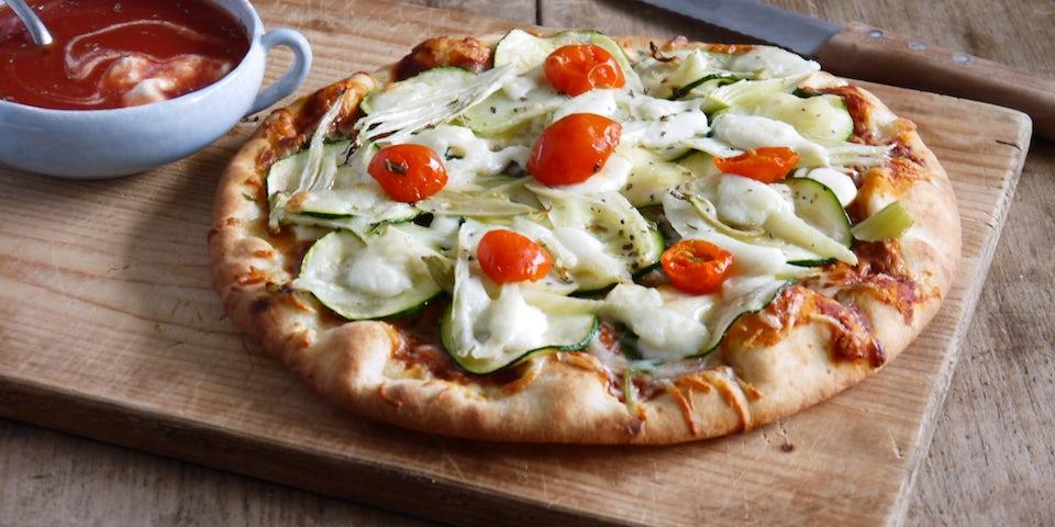 Wk 40 pizza margherita met courgette venkel mozza en gazpacho van Walter