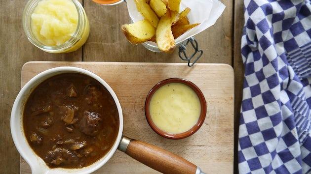 Wk 41 kant eklaar zuurvlees met appelmoes friet en rode kool