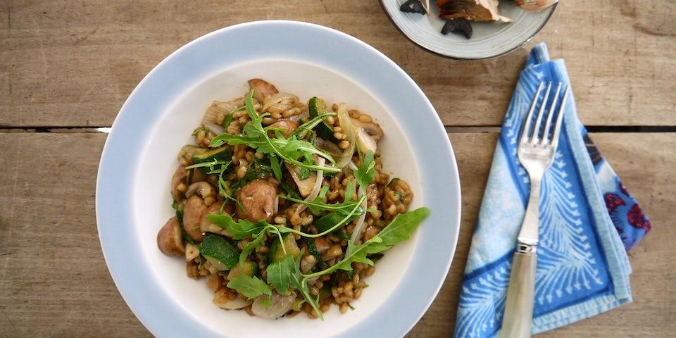 Wk 43 parelgort rucola champignons zwarte knoflook vegan kaas