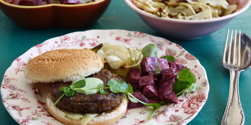 Wk 47 champignonburger met geroosterde venkel en groene bietenborani FP