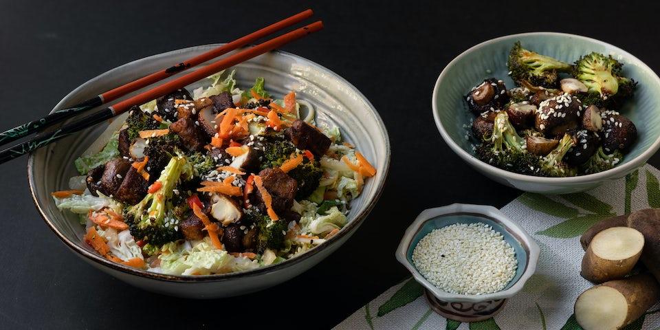 Wk 48 noedelsalade met burnt broccoli champignons en tempeh